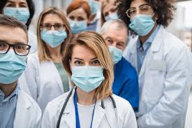 Las aseguradoras regalan una póliza de vida a 700.000 sanitarios